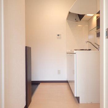 玄関の前にキッチン
