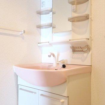 洗面所はかわいいピンク