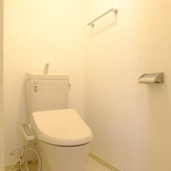 トイレはシンプルでキレイ