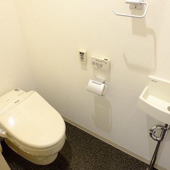トイレにも手洗い場あり