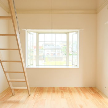 出窓とロフトのかわいいお部屋です!