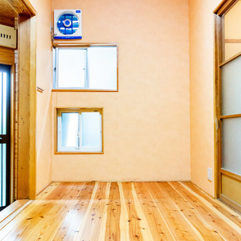 【洋室】窓も換気扇もあって、通気性あります。