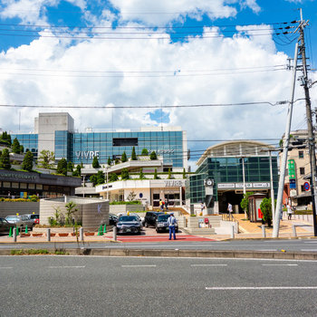 地下鉄「北大路」駅。商業施設も、バスターミナルもありますよ。