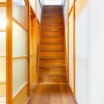 階段をあがって、