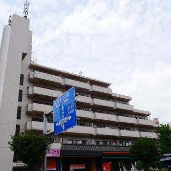 地上6階建てマンションです。
