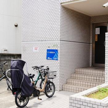 駐輪場はエントランスすぐ。