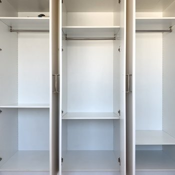 【洋室】高さが変えられるので用途に合わせて調節できます。
