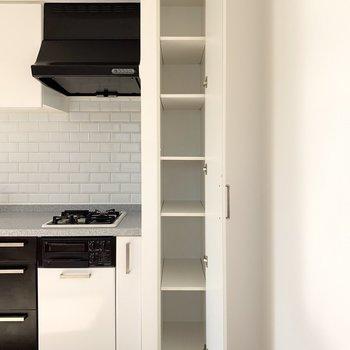 【LDK】横の棚は食器棚にしましょうか。