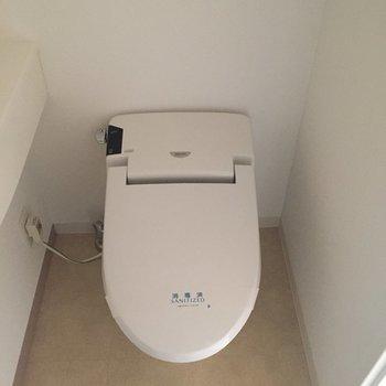トイレ。ウォシュレット付き!