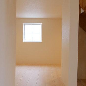 下にもお部屋。収納にしてしまっても良し。*写真は似た間取りの207のもの。ロフトではなく寝室となります。
