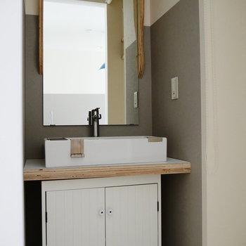 洗面台も可愛い&高級感。*写真は別部屋です