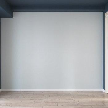 淡いクロスにはカジュアルテイストな家具が映えそう!