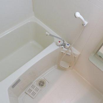 お風呂場も清潔感あっていいですね〜