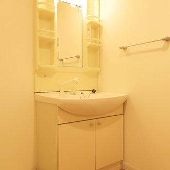 独立洗面台もついて便利−!