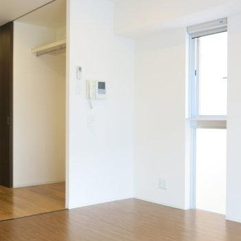 扉を開けて廊下へ。