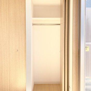 クローゼット内部はこんな感じ。(※写真は14階の反転間取り別部屋のものです)