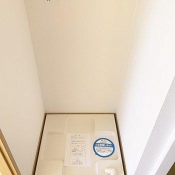 洗濯機置場は玄関脇に。(※写真は14階の反転間取り別部屋のものです)
