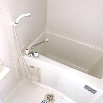 お風呂はシンプルに。(※写真は14階の反転間取り別部屋のものです)