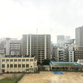 こちら側は学校が見えます。