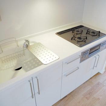 キッチンは広々3口ガスコンロ!