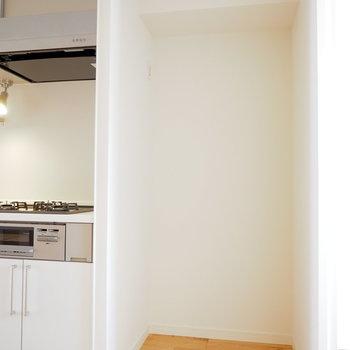 冷蔵庫は家族用の大きいものが置けます!