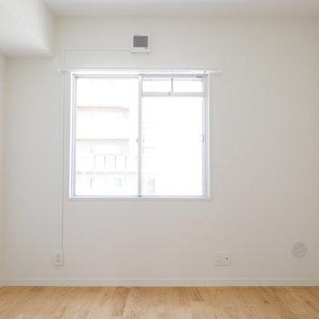 こちら4帖の寝室!明るい◎