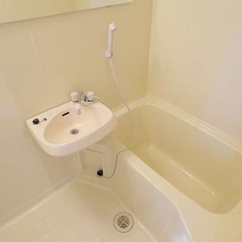 お風呂は2点ユニットです