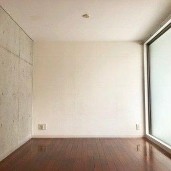 明るいお部屋。※写真はクリーニング前のものです。