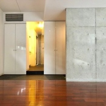 大人の雰囲気のお部屋。※写真はクリーニング前のものです。