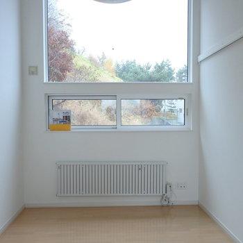 窓から見える景色が季節ごとの変わっていくのです。※写真は同間取り別部屋です
