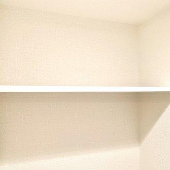 ペーパーのストックはこの棚に。