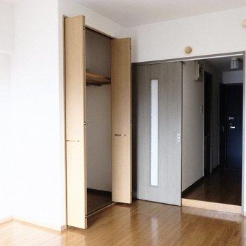お部屋にクローゼットがあります。※写真は9階の同間取り別部屋のものです