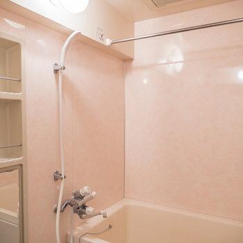 シンプルなバスルーム※写真は前回募集時のものです。