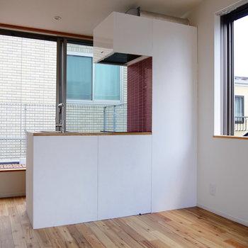キッチンのこの形がデザイナーズ感あるでしょ。※写真は前回募集時のものです