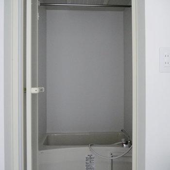 お風呂は奥に。※写真は前回募集時のものです