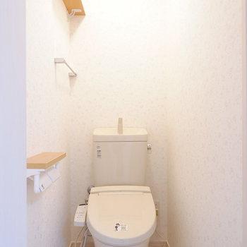 トイレは小棚付きで嬉しい♪
