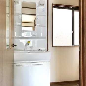 洗面台もぴかぴかでとっても使いやすい!(※写真は清掃前のものです)