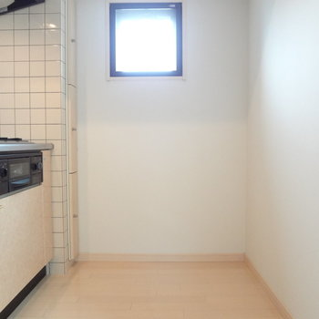 冷蔵庫を置いても圧迫感は感じなさそう。※写真は別室です
