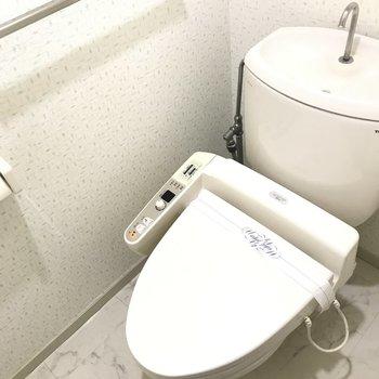 トイレはしっかりウォシュレット付きです。