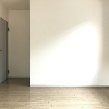 光が当たるところにベッドを置きたいな。