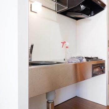 スタイリッシュなキッチン!※クリーニング前の写真です。