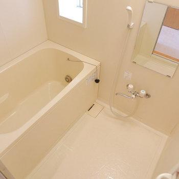 ひとり暮らしにも十分なお風呂!※クリーニング前の写真です。