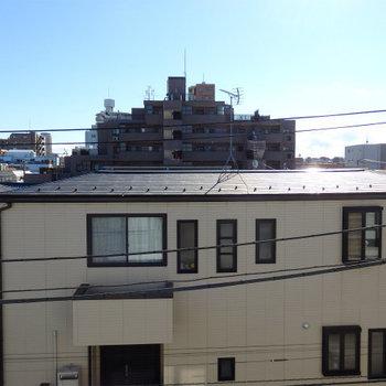眺望はまったり住宅街。 ※眺望は4階より