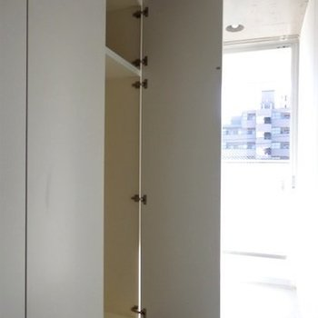 収納は玄関に集まっています ※写真は同間取り 4階の別部屋です。