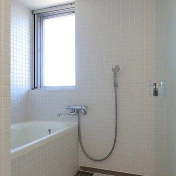 窓明るいです ※写真は同間取り 4階の別部屋です。