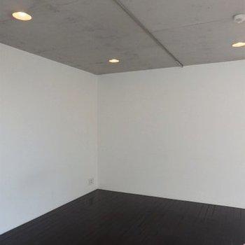 カーテンレールで仕切れます ※写真は同間取り 4階の別部屋です。
