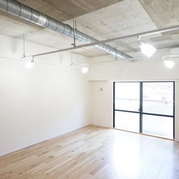 天井も高く開放的なのが特徴ですよ。