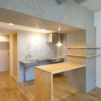 無垢床に映えるキッチンです!ここで毎日ご飯食べたいなぁ。