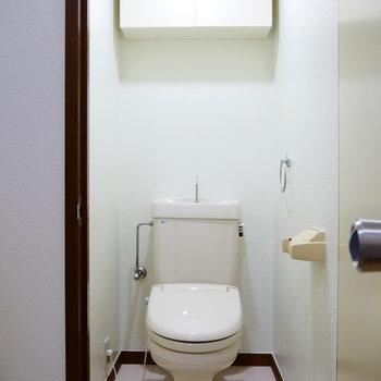 トイレは個室。