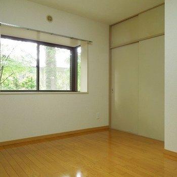 玄関の横のお部屋です ※こちらの写真は同階同間取り別部屋のものです。